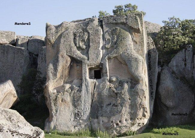 Aslan Define İşareti kaya mezar