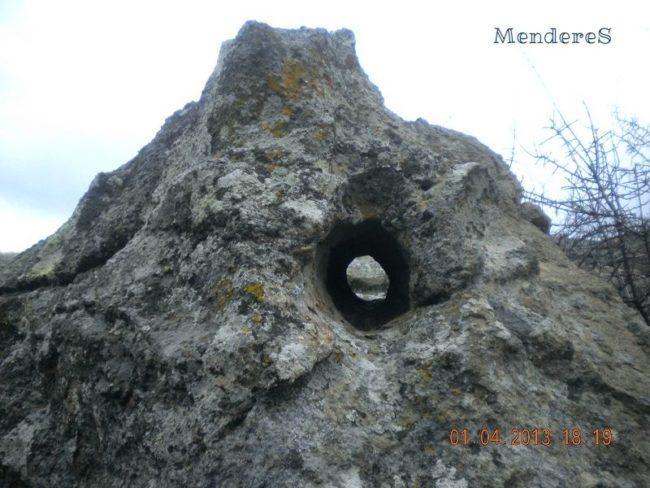 Delikli Taş Define İşareti kaya deliği