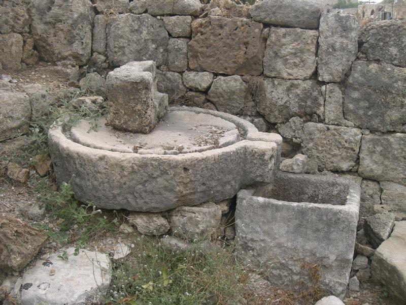 antik çağda şarap sıkacağı, üzüm ezme teknesi