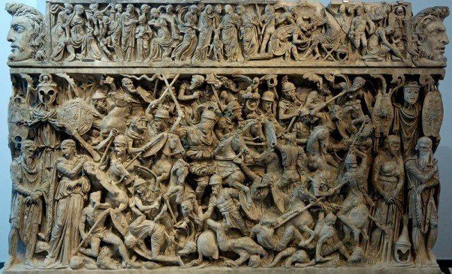 Roma Lahitleri,, kabartma figürler