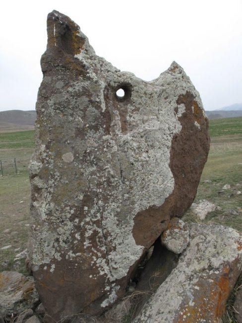 Ermeni Define İşaretleri delikli taş