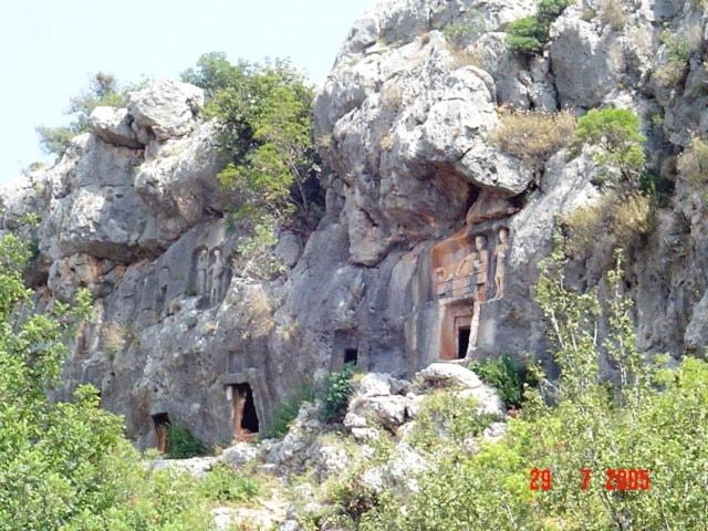 Kaya Mezar Çeşitleri örnek kaya mezar