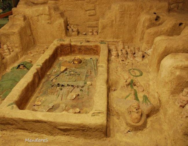 Kaya Mezar Çeşitleri açılmış mezar