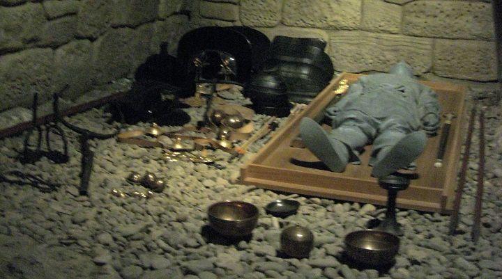 Mezarlardan Ne Çıkar, kral mezarı hediyeleri