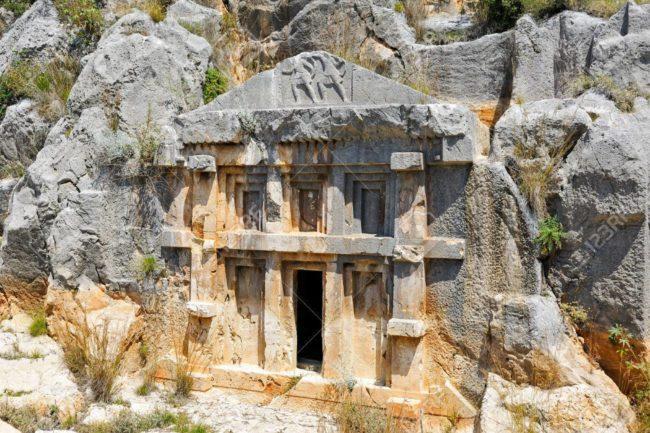 likya tapınak tipi kaya mezarı
