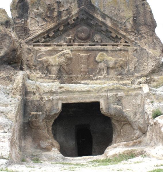 aslanlı kaya mezarı