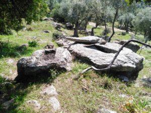 Merdivenler ve Kaya Mezarları
